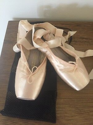 Bloch Ballet Pointe Shoes - Size 6
