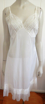Petena English label vintage gorgeous lacey pleat frill full slip size 12 (US 8)