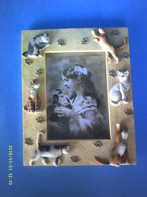 Self Standing Picture Photo Frame with Six 3-Dimensional Cats Around Border