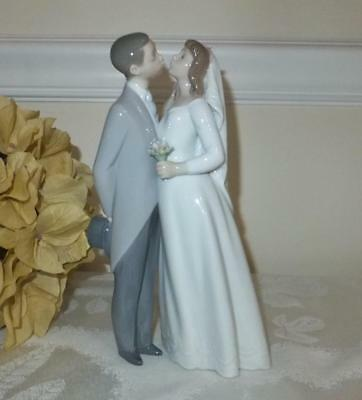 Lladro Bride & Groom  A KISS TO REMEMBER
