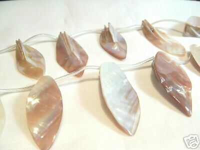 1 x String x Dyed Shell Leaf Pendants : BNSL05 Natural
