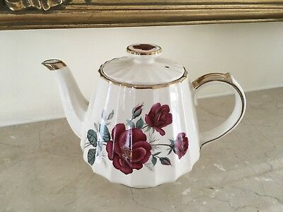 Vintage Sadlers England Beautiful Rose 💐🌹Pattern Teapot With Gilt Gold
