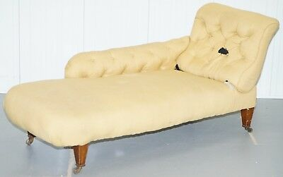 Original Period Howard & Sons Fully Stamped With Castors Chaise Lounge Daybed