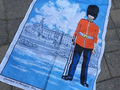 LONDON ENGLAND Buckingham Palace Guard  -  Vintage Linen Kitchen Towel UNUSED