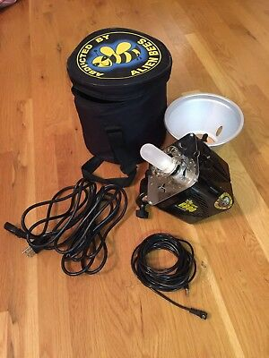 Alien Bees B800 Studio Flash Strobe Black all Cables Case and Reflector