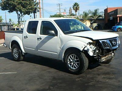 2015 Nissan Frontier SV Crew Cab 2015 Nissan Frontier SV Crew Cab Damaged Clean Title Only 39K Mi Perfect Project