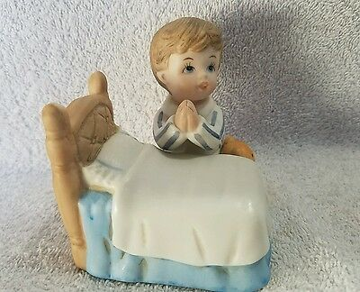 Homco boy prayer bed figurine (tble2)