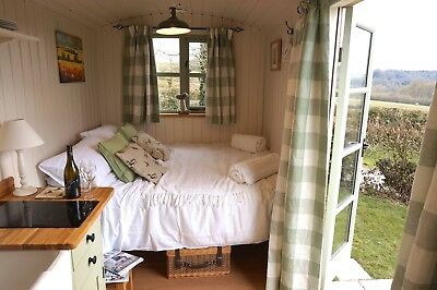 Shepherds Hut with Kitchen and Bathroom.