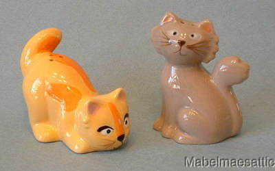 New Ceramic Frisky Business Yellow Tabby & Gray Cat Kitten Salt & Pepper Shakers