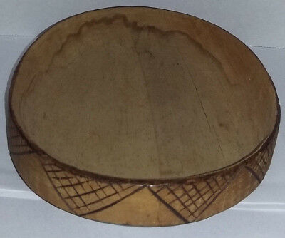 VINTAGE HAND CARVED DESIGN WOODEN WARE BOWL/TRAY PRIMITIVE RUSTIC Marked HALL