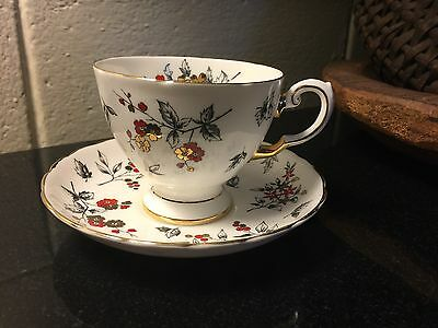 Tuscan D1496 Bone China Cup & Saucer Flowers w/ Gold Guilding Made in England