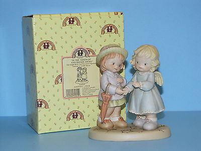 Memories of Yesterday In the Hands of A Guardian Angel 209856 Figurine