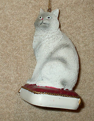 Painted Resin GRAY AMERICAN SHORTHAIR CAT ON PILLOW Christmas Ornament - NEW