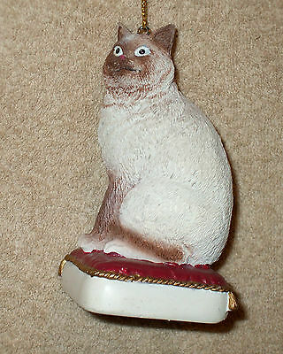 Painted Resin BROWN AMERICAN SHORTHAIR CAT ON PILLOW Christmas Ornament - NEW