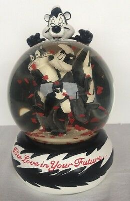 Looney Tunes Pepe Le Pew and Penelope Skunks Hearts Water Globe Valentines Day