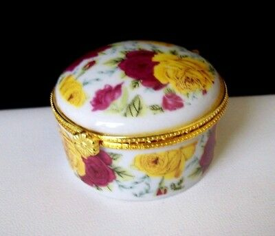 Lovely Porcelain Round Pill Box/Trinket/Ring w/Rose Flowers in Yellow & Pink