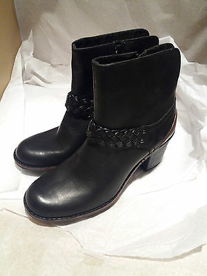 Beautiful Black Leather Ankle Boots By CLARKS Active Air Size UK 4D - RRP £69.00