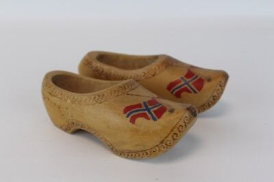 Vintage hand made/painted pair of small miniature wooden Shoes Clogs Norway flag