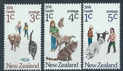 NEW ZEALAND 1974 SG1054-1056 Health Stamps Cats Dogs Set Mint MNH