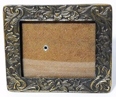 Small Antique Appearance Picture Frame Brass or Cast-Iron - Daffodils - Metal