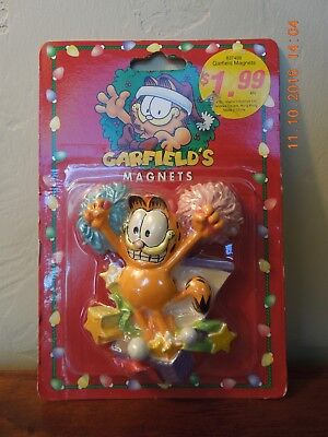 GARFIELD MAGNET 'Jumping out of Package'  NEW