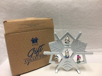 AVON 1980s WEE WINTER FRIENDS SNOWFLAKE DISPLAY W/4 ARCTIC ORNAMENTS – USED