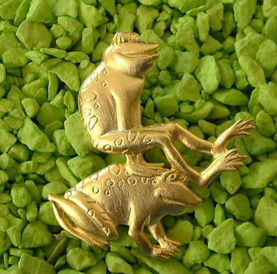 New Jonette Signed JJ Gold Two Frogs Playing Leapfrog Froggie Frog Pin Brooch