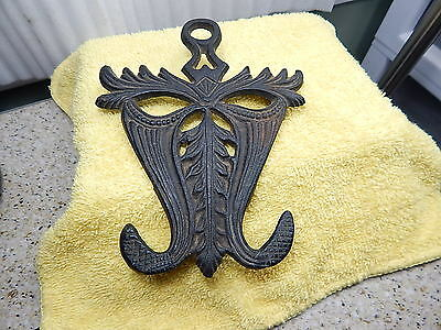 Wilton Style unmarked Vintage Antique? #300 Cast Iron Trivet,Hot Plate,Iron Rest