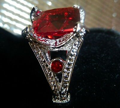 Stunning Ladies 925 Sterling Silver Ring 9.5ct With Gorgeous Large Ruby Size:8
