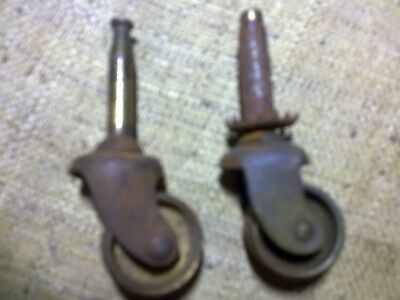 two different steel castors, 40 and 43 mm high, reclaimed (SS1)