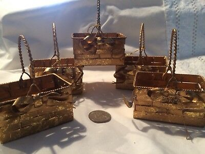 5 tiny gold metal woven baskets. For table gifts, jewelery, displays, ornaments