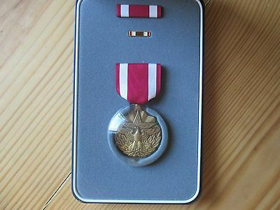 US Army Meritorious Service Medal in Large Presentation Case, Ribbon & Lapel pin