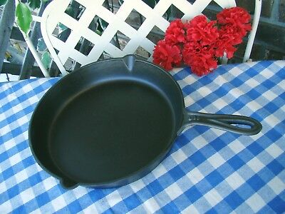 Fancy Handle Cast Iron #9 Skillet with Outside Heat Ring and Gate Marked