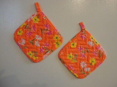 Vintage 1970's Pair of 2 Pot Holders Hot Pads , Mod Floral Print w/ Magnets