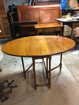 Beacon Hill Collection number 92 drop-leaf table