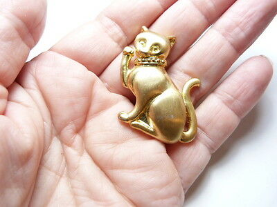 Vintage Matte Gold Tone Metal Cat Brooch