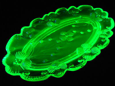 Green Vaseline glass flower Daisy pattern hat pin tray dish jewelry uranium rose