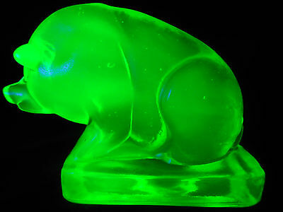 Green Vaseline glass Suee Pig swine paperweight uranium yellow radioactive neon