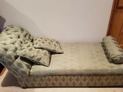 Antique chaise longue with lift up storrage
