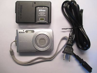 Nikon COOLPIX S202 8.0MP Digital Camera - Silver Tested Fast Free Shipping