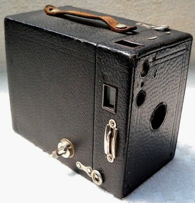 **1920`s KODAK BROWNIE 2A MODEL B 116 FILM BOX CAMERA IN VERY GOOD CONDITION**