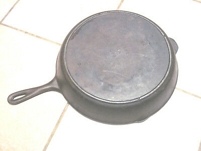 Vintage Lodge 12 Pan 3 Notch Heat Ring Cast Iron skillet not sign lodge