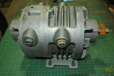 Gast Oilless Vacuum Pump 12X2440-101 [Whse02.26A2]