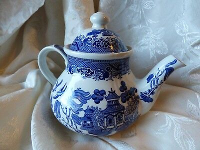 Churchill China Staffordshire England Blue Willow Tea Pot