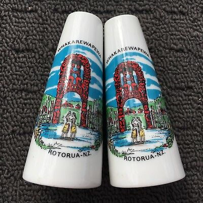 """NEW ZEALAND """"White"""" Pair of Collectable Souvenir Ceramic Salt & Pepper Shakers"""