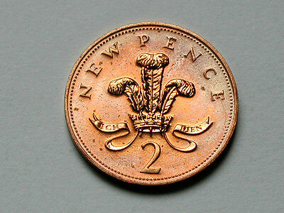 UK (Great Britain) 1975 TWO PENCE 2p Elizabeth II Coin RED UNC With Toning Spots