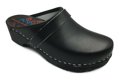 AM-Toffeln 100 Clogs in Black - Wooden Footbed