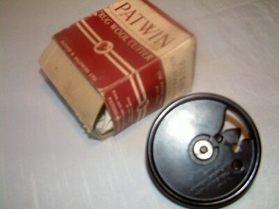 Vintage Bakelite Patons Rug Wool Cutter Boxed With Instructions