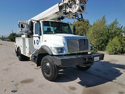 2006 INTERNATIONAL 4WD Digger Truck W/Bucket located in CA
