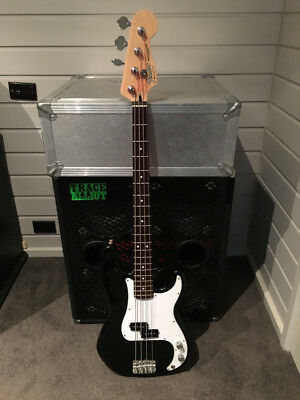 2004 Fender Precision Bass MIM black / rosewood in hard case AMAZING CONDITION